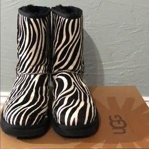 NWT UGG Zebra Classic Short Exotic